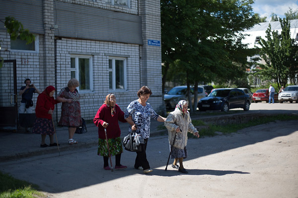 Elizaveta Andreyevna and her friends ride the bus to the hospital. They have just had xrays done.